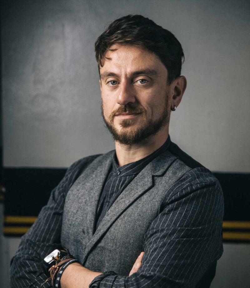 L'ospite, sempre al centro – intervista a Riccardo Rossi