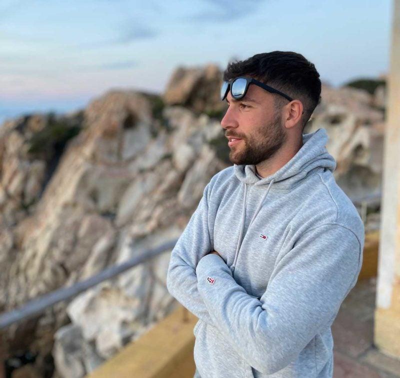 Il potere del rosmarino – Intervista a Enrico Muzzu